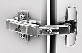 Topfscharnier Intermat 9930 mit Topf im Sensys Design für Eckschrankfalttüren